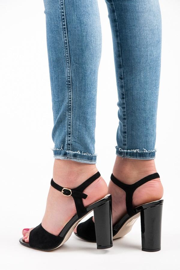c2c27e0b5cfac Neodolateľné čierne dámske sandálky - 67163B   dawien.sk