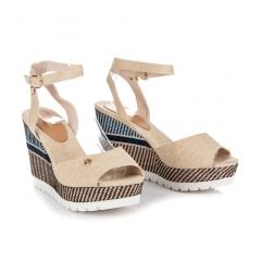 Pohodlné béžové sandále na kline so vzorom - 6107-14BE