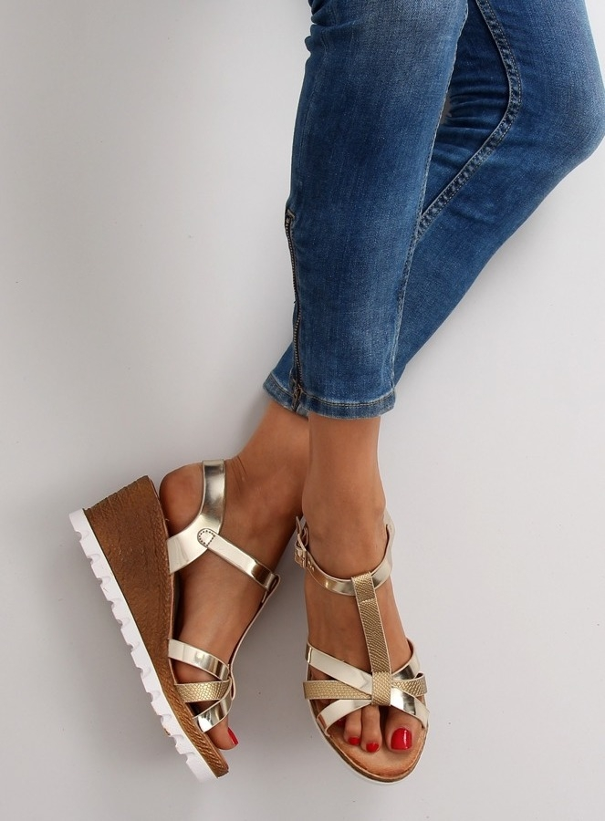 Dámske zlaté sandále na platforme - FD-76  77cdeb00a3a