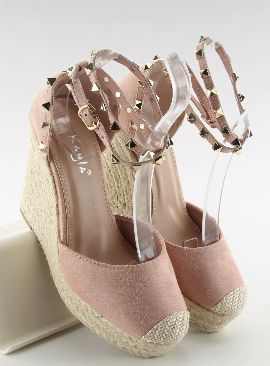 61e2953af8458 Ružové sandále na platforme s cvočkami - LL92-1 | dawien.sk