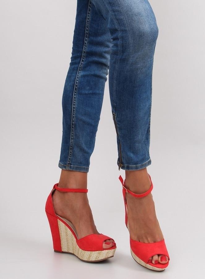 a309540065 Dámske červené sandále na platforme - 028