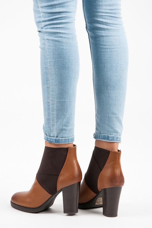 Úžasné hnedé dámske členkové topánky - R-2670C  6b2063f2530