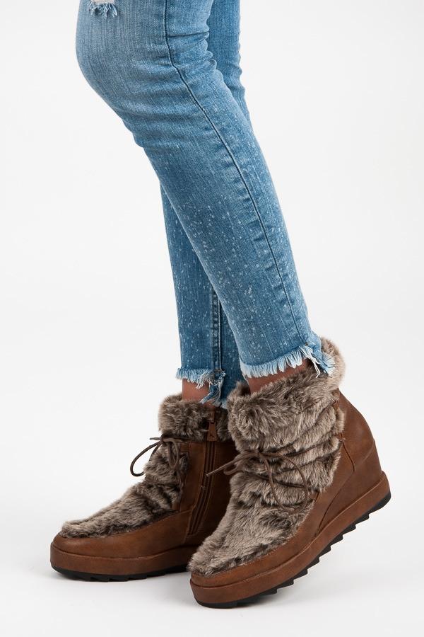 d7a5854a65439 Dámske hnedé členkové topánky na kline s kožušinou - K1661002CU ...