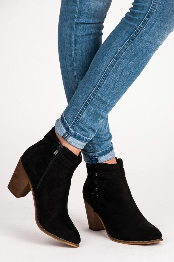 bfd1d83455e1 Pohodlné čierne topánky na stĺpcovom podpätku - 99-266B