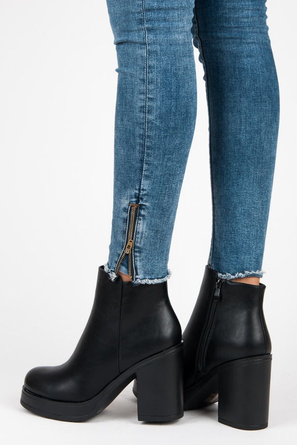 f70c9f467afd Klasické dámske čierne členkové topánky - A0201B