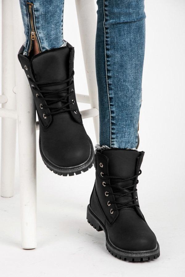 3282b1d869 Dámske čierne topánky na šnurovanie - 35-188NE