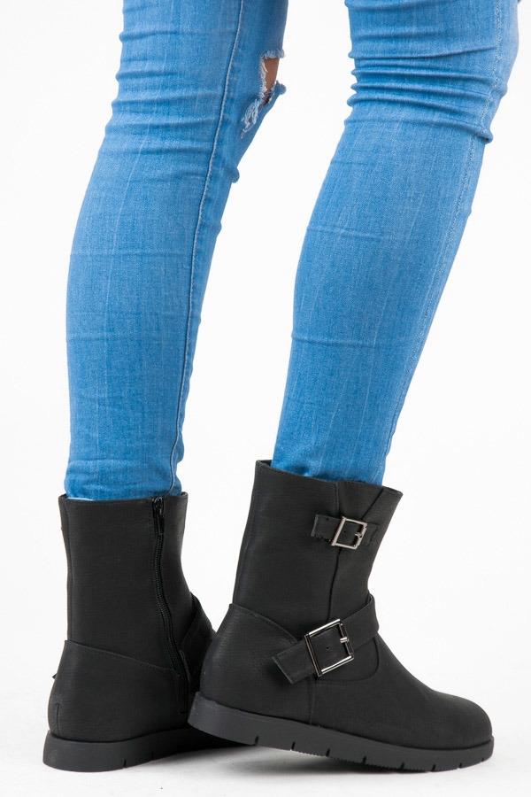 f531e0b5774e7 Dámske čierne členkové topánky zateplené na platforme - B9813B ...