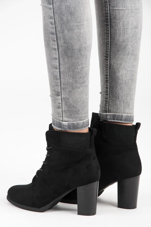 f0eb86a652 Dámske čierne semišové členkové topánky na šnurovanie - KA16-55B ...