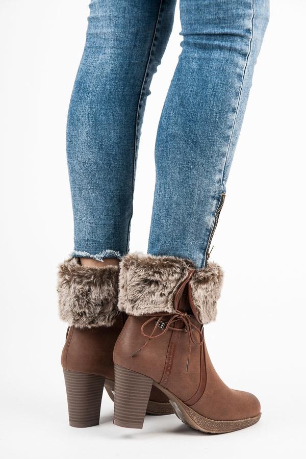 e051ac8e0eb63 Dámske hnedé členkové topánky s kožušinou - K1660507CU | dawien.sk