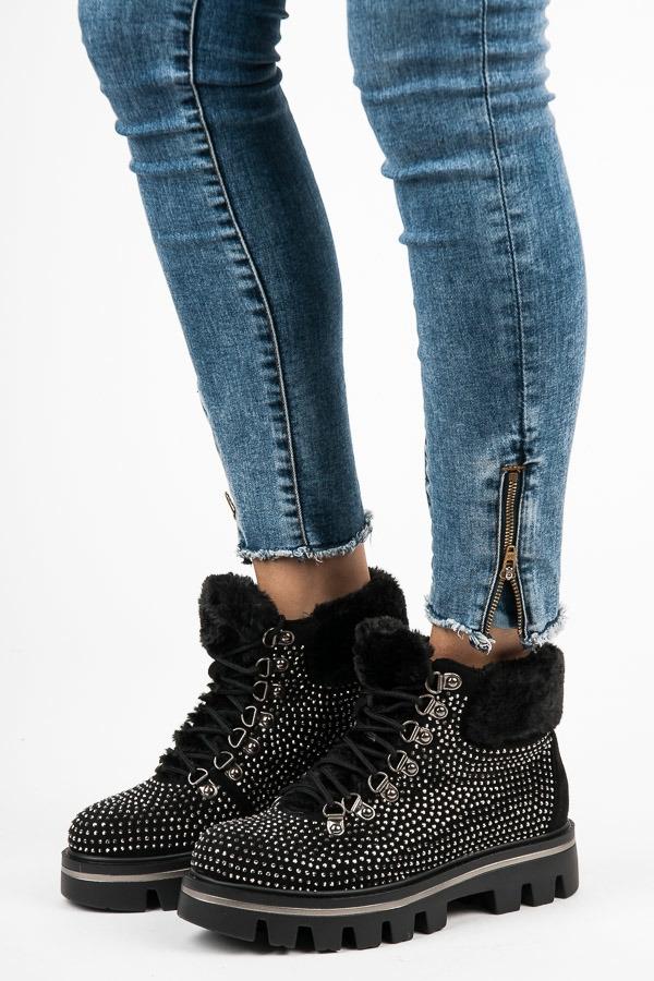 ba1f327482 Štýlové dámske čierne členkové topánky zdobené kamienkami - K1710901NE