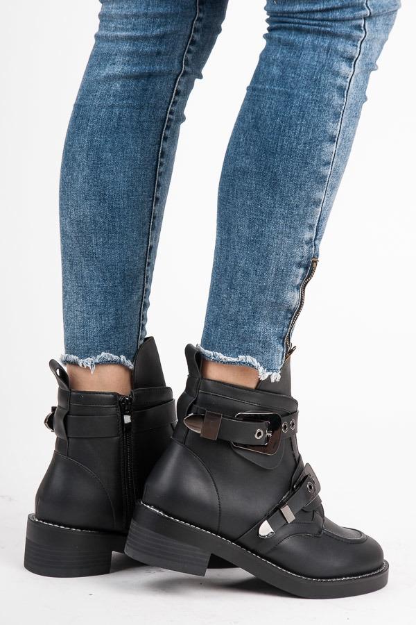 821a46066d Módne dámske čierne členkové topánky s prackou - 9135-1A-B