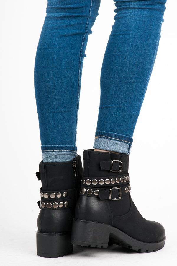 12058cbb7907e Dámske čierne zateplené členkové topánky na platforme - 2123-1A-B ...