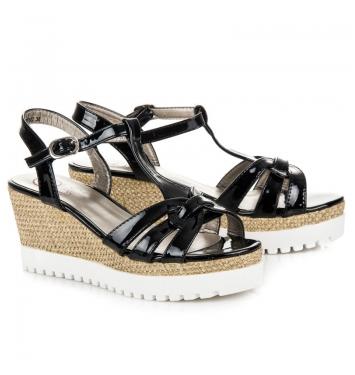 Dámske čierne lakované sandále na kline - K1605102NE