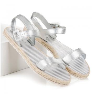 Dámske ploché strieborné sandále s prackou - OC16-10202S