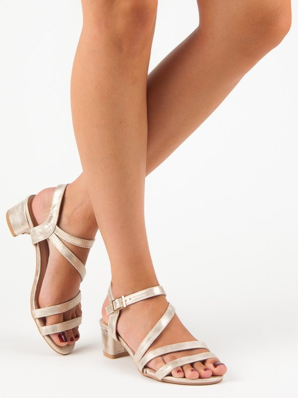 425187a721 Dámske zlaté sandále na nízkom podpätku - SR-2793GO
