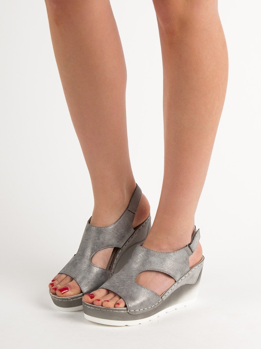 1e650817a49e Dámske šedé sandále na kline - GD-YQ-49G