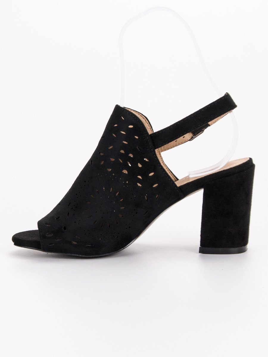 e8fae9ff52e1 Dámske čierne ažúrové sandále - FG1B