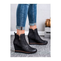 Dámske čierne členkové topánky na kline  - DBT452/18B