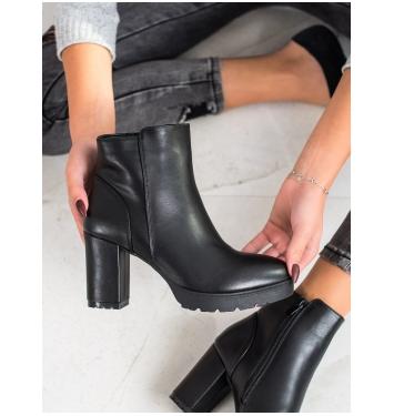 Dámske čierne členkové topánky  - 6851B